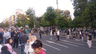 Šesti protest u Beogradu bez incidenata, uz učešće oko 1.000 ljudi (FOTO/VIDEO) 32