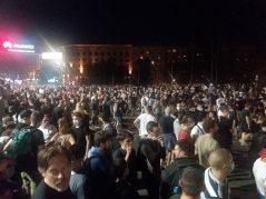 Treće veče protesta prošlo bez većih incidenata (FOTO, VIDEO) 3