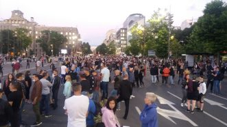 Šesti protest u Beogradu bez incidenata, uz učešće oko 1.000 ljudi (FOTO/VIDEO) 29