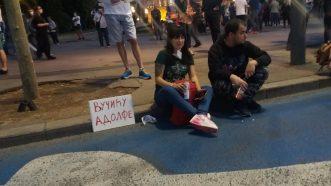 Šesti protest u Beogradu bez incidenata, uz učešće oko 1.000 ljudi (FOTO/VIDEO) 36