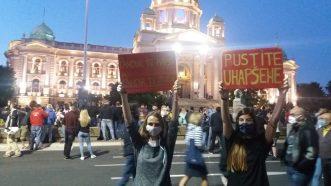 Šesti protest u Beogradu bez incidenata, uz učešće oko 1.000 ljudi (FOTO/VIDEO) 35