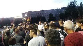 Nekoliko stotina građana pred Skupštinom na osmom protestu (FOTO) 2