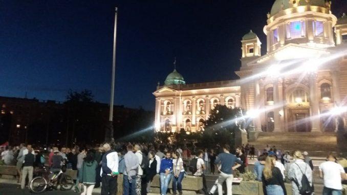 DS: Procesuirati sve policijske i parapolicijske batinaše s protesta u Srbiji 1