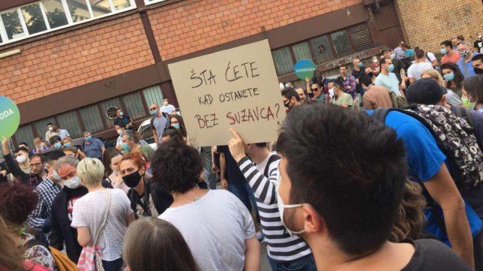 Protest ispred CZ-a održan drugi dan zaredom (FOTO, VIDEO) 1
