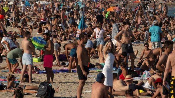 Policija blokirala pristup plažama u Barseloni zbog širenja virusa 3