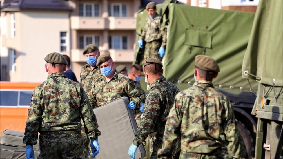 Soldiers prep a filed hospital in Novi Pazar