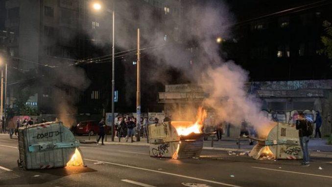Protesti u Beogradu: Kako su reporterke i snimatelji N1 izneli noć između 7. i 8. jula na svojim leđima 3