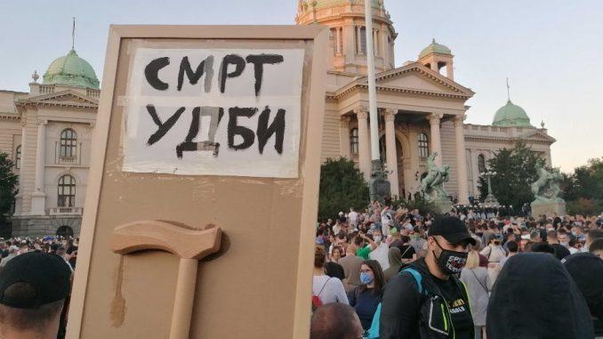 Protesti u Srbiji: Opet sukobi i suzavac u Beogradu, incidenti u Novom Sadu 6
