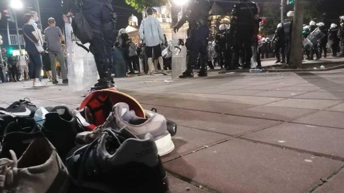 Protesti u Srbiji: Desetine povređenih i privedenih, suzavac, kamenice i pendreci i u Novom Sadu, Nišu i Kragujevcu 2