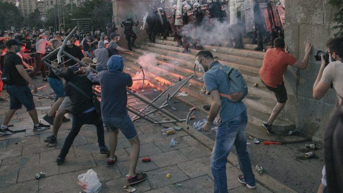 Protesti u Srbiji: Desetine povređenih i privedenih, Zaštitnik građana kaže - nema prekomerne upotrebe sile 4