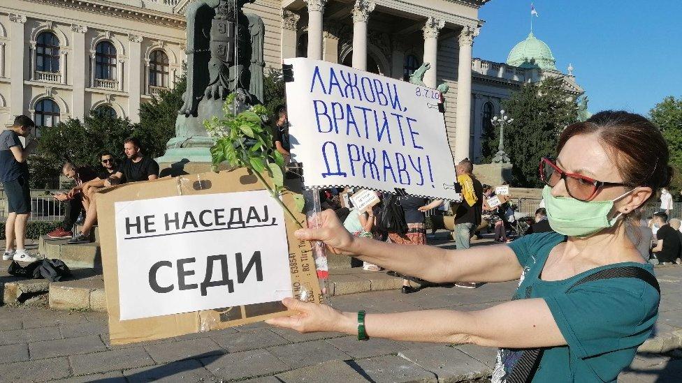Demonstranti imaju razne poruke