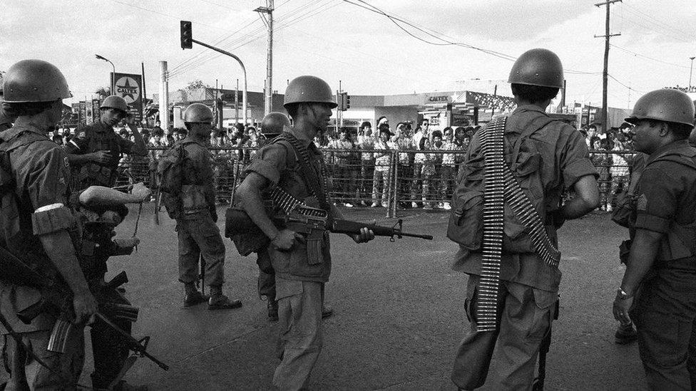 Privukavši milione sledbenika, demonstracija Narodne vlasti svrgle su Markosov režim na Filipinima