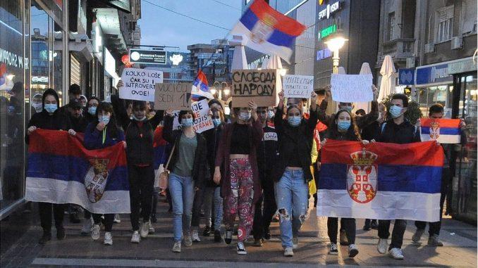 Protesti u Srbiji: Šestog dana mirno, znatno manje ljudi nego u početku 3