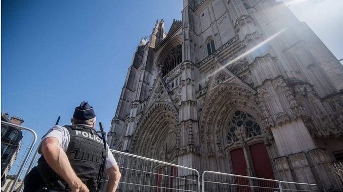 Požar u katedrali u Nantu: Volonter priznao da je izazvao požar, kaže advokat 5