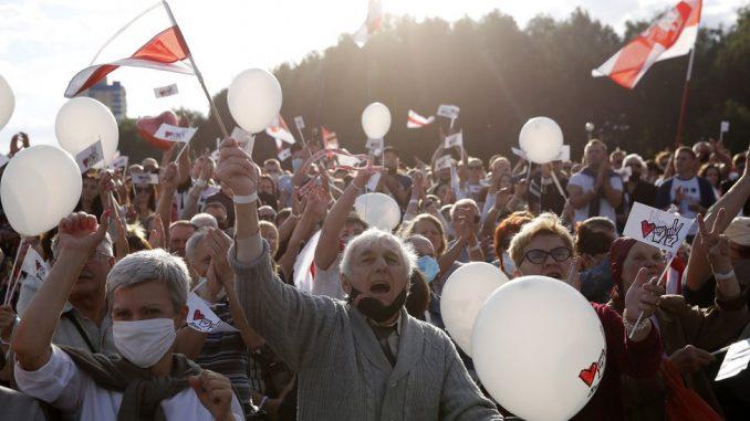 Protest u Belorusiji: Desetine hiljada ljudi na mitingu opozicije uprkos pritiscima 2