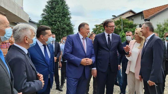 Vučić: Srbija podržava teritorijalni integritet BiH, ali ima pravo da podržava RS i njen opstanak 2