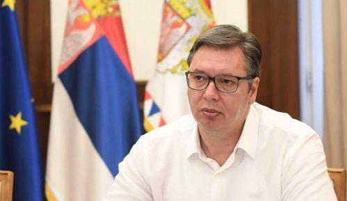 Vučić iz aviona za Pariz: Država će umeti da zaštiti mir i stabilnost 7
