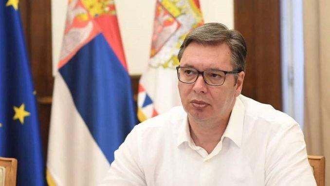 Vučić iz aviona za Pariz: Država će umeti da zaštiti mir i stabilnost 1