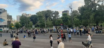 Šesti protest u Beogradu bez incidenata, uz učešće oko 1.000 ljudi (FOTO/VIDEO) 23