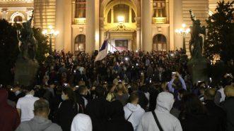 Policija potisnula demonstrante od Skupštine, ima povređenih na obe strane (FOTO/VIDEO) 21