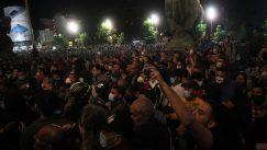 Policija potisnula demonstrante od Skupštine, ima povređenih na obe strane (FOTO/VIDEO) 11