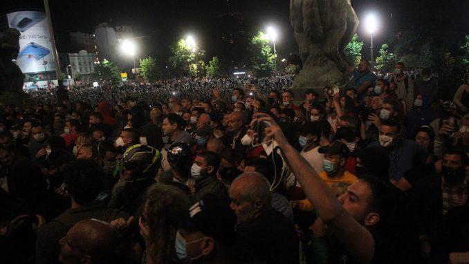 AFP: Protesti u Srbiji posle predsednikove najave policijskog časa 1