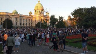 Policija rasterala demonstrante suzavcima i oklopnim vozilima iz centra Beograda (VIDEO, FOTO) 13