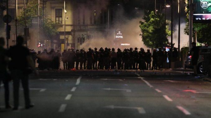 SNS ubacuje nasilnike kako bi obesmislio pobunu (VIDEO) 2