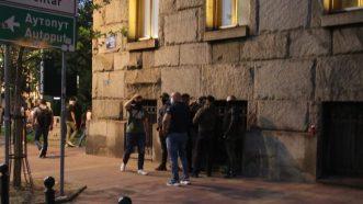 Policija rasterala demonstrante suzavcima i oklopnim vozilima iz centra Beograda (VIDEO, FOTO) 46
