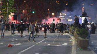 Policija rasterala demonstrante suzavcima i oklopnim vozilima iz centra Beograda (VIDEO, FOTO) 45