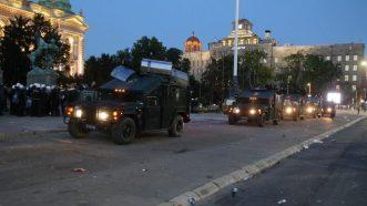 Policija rasterala demonstrante suzavcima i oklopnim vozilima iz centra Beograda (VIDEO, FOTO) 44