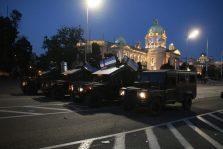 Policija rasterala demonstrante suzavcima i oklopnim vozilima iz centra Beograda (VIDEO, FOTO) 42