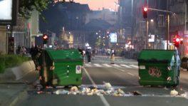 Policija rasterala demonstrante suzavcima i oklopnim vozilima iz centra Beograda (VIDEO, FOTO) 41