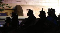 Policija rasterala demonstrante suzavcima i oklopnim vozilima iz centra Beograda (VIDEO, FOTO) 39
