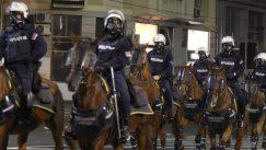 Policija rasterala demonstrante suzavcima i oklopnim vozilima iz centra Beograda (VIDEO, FOTO) 36
