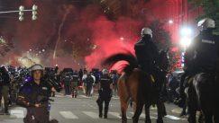 Policija rasterala demonstrante suzavcima i oklopnim vozilima iz centra Beograda (VIDEO, FOTO) 34