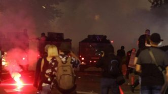 Policija rasterala demonstrante suzavcima i oklopnim vozilima iz centra Beograda (VIDEO, FOTO) 32