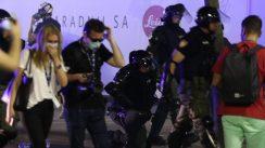 Policija rasterala demonstrante suzavcima i oklopnim vozilima iz centra Beograda (VIDEO, FOTO) 31