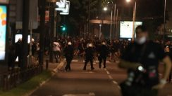 Policija rasterala demonstrante suzavcima i oklopnim vozilima iz centra Beograda (VIDEO, FOTO) 29