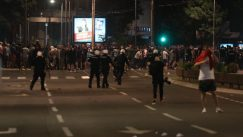 Policija rasterala demonstrante suzavcima i oklopnim vozilima iz centra Beograda (VIDEO, FOTO) 28
