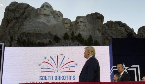 Brojne proslave Dana nezavisnosti SAD otkazane zbog virusa, Tramp najavio vatromet u Vašingtonu (FOTO) 7