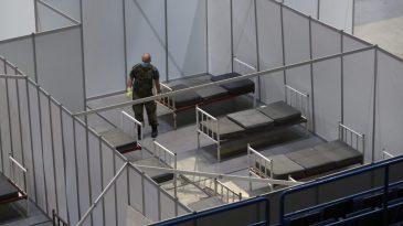 AP: Hitno otvaranje vojnih privremenih bolnica u Srbiji posledica naglog uklanjanja zabrana 7
