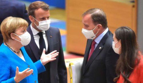 Francuski mediji: Makron na samitu u Briselu udario pesnicom o sto 12