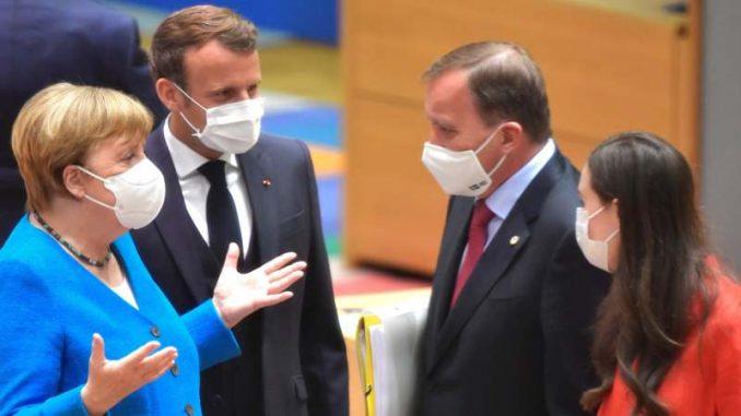 Francuski mediji: Makron na samitu u Briselu udario pesnicom o sto 4