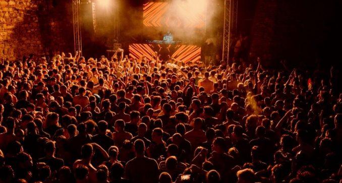 U riziku od otkaza 20.000 radnika u klubovima 8