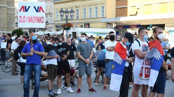 Novi Sad: Počelo okupljanje građana na Trgu, najavljena protestna šetnja 2