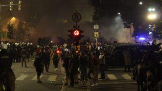 Policija rasterala demonstrante suzavcima i oklopnim vozilima iz centra Beograda (VIDEO, FOTO) 25