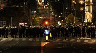 Policija rasterala demonstrante suzavcima i oklopnim vozilima iz centra Beograda (VIDEO, FOTO) 23