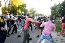 Policija rasterala demonstrante suzavcima i oklopnim vozilima iz centra Beograda (VIDEO, FOTO) 15