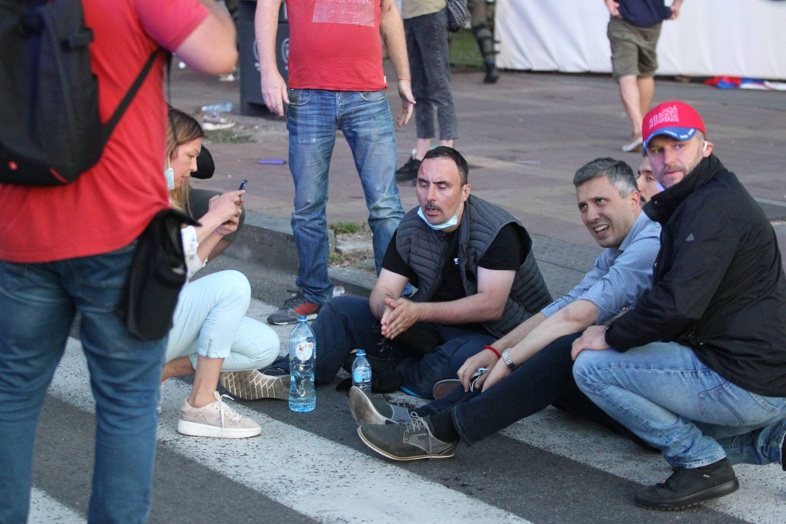 Opozicija: Vlast poslala huligane da napada lidere opozicije 3